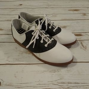 Predictions Black and White Saddle Shoes 8.5